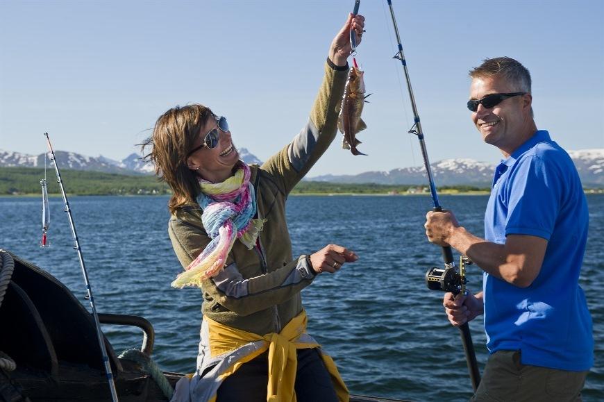 Довольные рыбаки