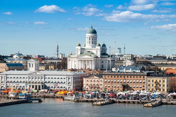 Столица Финляндии в конце весны.