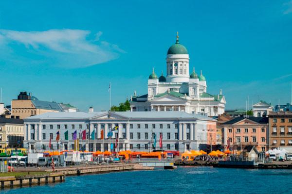 Столица Финляндии в июне.