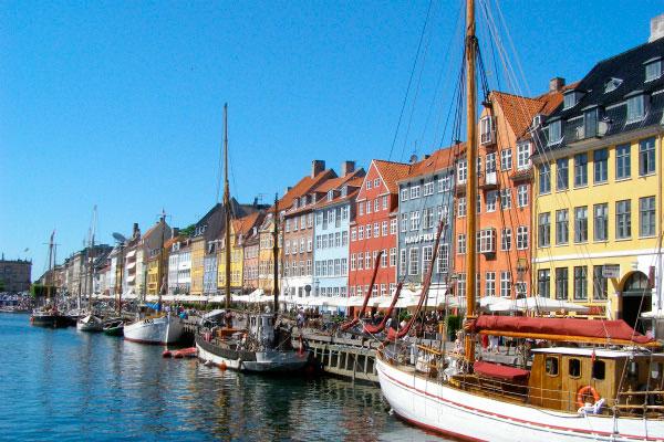 Столица Дании в конце весны.