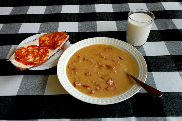 Суп и блинчики.