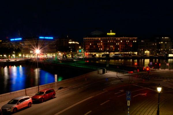 Столица Швеции ночью.