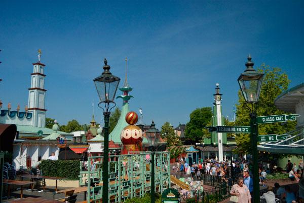 Парк развлечений Грёна Лунд.