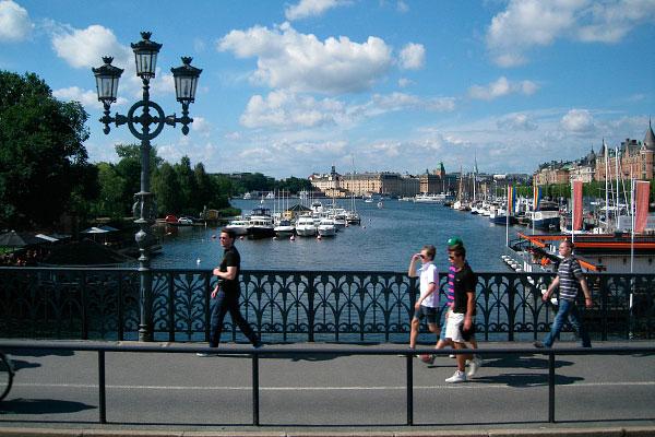 Прогулка по мосту.
