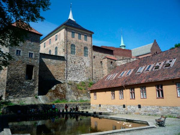 Замок-крепость.