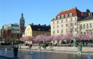 Стокгольм вапреле— достопримечательности нафоне цветущей сакуры
